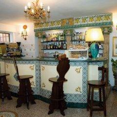 Hotel La Riva Джардини Наксос гостиничный бар