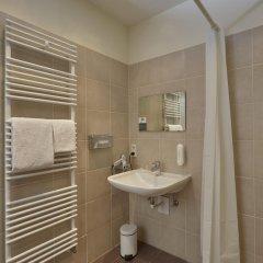 Отель H+ Hotel München Германия, Мюнхен - отзывы, цены и фото номеров - забронировать отель H+ Hotel München онлайн ванная