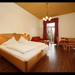 Hotel Angelica Меран сейф в номере
