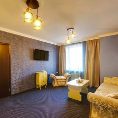 Гостиница Мартон Стачки комната для гостей фото 13