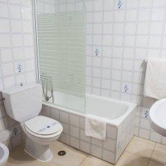 Отель Tres Jotas Испания, Кониль-де-ла-Фронтера - отзывы, цены и фото номеров - забронировать отель Tres Jotas онлайн ванная