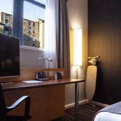 Отель Holiday Inn Express Edinburgh Royal Mile Эдинбург удобства в номере фото 2