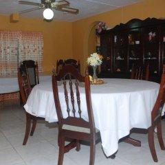 Отель Enchanted Villas and Guest House питание