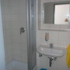 Отель Frankfurt Central Hostel Германия, Франкфурт-на-Майне - 1 отзыв об отеле, цены и фото номеров - забронировать отель Frankfurt Central Hostel онлайн ванная