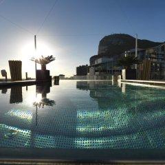 Отель Sunborn Gibraltar бассейн