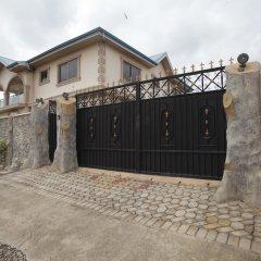 Отель X-Class Guesthouse by BWHospitality Гана, Мори - отзывы, цены и фото номеров - забронировать отель X-Class Guesthouse by BWHospitality онлайн парковка
