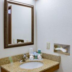 Отель Holiday Inn Express & Suites Sarasota East ванная фото 2