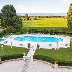 Отель Best Western Plus Hotel Villa Tacchi Италия, Гаццо - отзывы, цены и фото номеров - забронировать отель Best Western Plus Hotel Villa Tacchi онлайн бассейн
