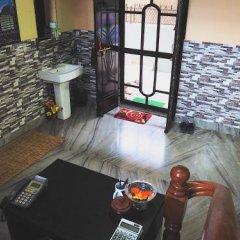 Отель Aroma Tourist Hostel Непал, Покхара - отзывы, цены и фото номеров - забронировать отель Aroma Tourist Hostel онлайн бассейн фото 3