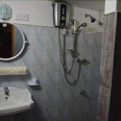 Отель Avon Hikkaduwa Guest House Шри-Ланка, Хиккадува - отзывы, цены и фото номеров - забронировать отель Avon Hikkaduwa Guest House онлайн ванная
