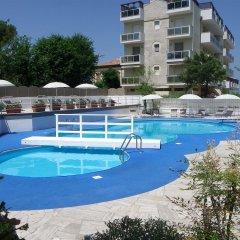 Отель Oxygen Lifestyle Helvetia Parco Римини бассейн фото 3