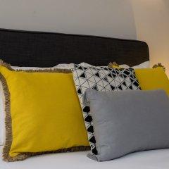 Апартаменты Designer Apartment in one of Lisbon's Trendiest Quarters комната для гостей фото 5
