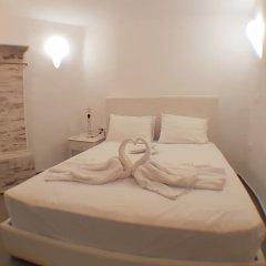 Отель Amoudi Villas сейф в номере