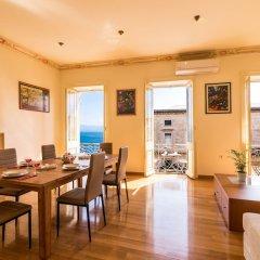 Отель Luxury Seaview Apartment in Corfu Town by CorfuEscapes Греция, Корфу - отзывы, цены и фото номеров - забронировать отель Luxury Seaview Apartment in Corfu Town by CorfuEscapes онлайн комната для гостей фото 3
