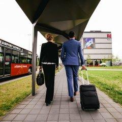 Отель citizenM Schiphol Airport Нидерланды, Схипхол - 4 отзыва об отеле, цены и фото номеров - забронировать отель citizenM Schiphol Airport онлайн городской автобус