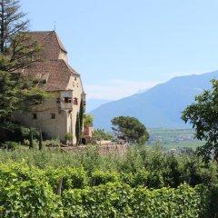 Отель Schloss Englar Аппиано-сулла-Страда-дель-Вино приотельная территория