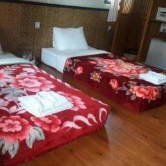 Отель Palace Nyaung Shwe Guest House Мьянма, Хехо - отзывы, цены и фото номеров - забронировать отель Palace Nyaung Shwe Guest House онлайн комната для гостей фото 5
