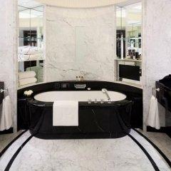 Отель The Peninsula Paris Франция, Париж - 1 отзыв об отеле, цены и фото номеров - забронировать отель The Peninsula Paris онлайн ванная