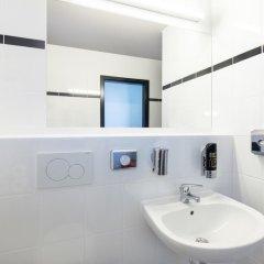 Отель A&O Prague Rhea ванная фото 2