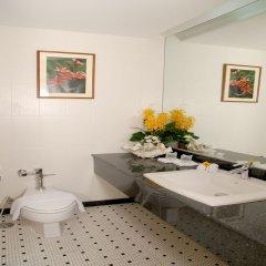 Отель The Royal Paradise Hotel & Spa Таиланд, Пхукет - 4 отзыва об отеле, цены и фото номеров - забронировать отель The Royal Paradise Hotel & Spa онлайн ванная фото 2