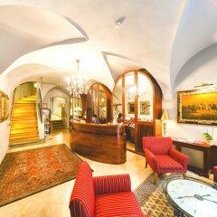 Отель Бутик-отель The Golden Wheel Чехия, Прага - отзывы, цены и фото номеров - забронировать отель Бутик-отель The Golden Wheel онлайн интерьер отеля
