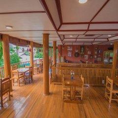 Teak Wood Hotel гостиничный бар
