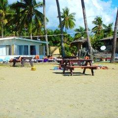 Отель Travellers Beach Resort пляж фото 2
