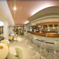 Отель Hostal Adelino гостиничный бар