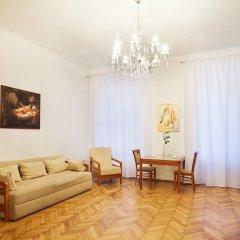 Гостиница Renaissance Suites Odessa комната для гостей фото 5