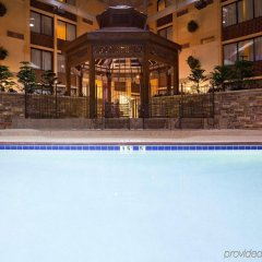 Отель Holiday Inn Bloomington Airport South Mall Area Блумингтон бассейн
