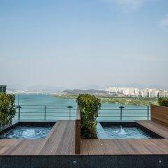 Отель W Seoul Walkerhill Южная Корея, Сеул - отзывы, цены и фото номеров - забронировать отель W Seoul Walkerhill онлайн бассейн