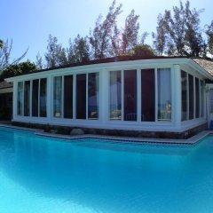 Отель Siesta - Runaway Bay 5BR бассейн