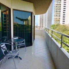 Апартаменты R-Con Wongamat Паттайя балкон