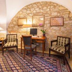 Отель Бутик-отель The Golden Wheel Чехия, Прага - отзывы, цены и фото номеров - забронировать отель Бутик-отель The Golden Wheel онлайн удобства в номере фото 2
