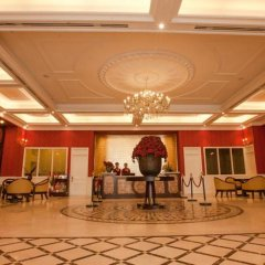 Den Long Do Hotel & Restaurant