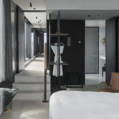Отель At Six фитнесс-зал