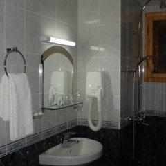 Отель Agarta Family Hotel Болгария, Чепеларе - отзывы, цены и фото номеров - забронировать отель Agarta Family Hotel онлайн ванная
