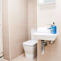 Отель Bright &Spacious Central 1 Bed Basement Flat Лондон ванная фото 2