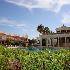 Отель Old Village & Prestige бассейн