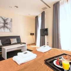 Апартаменты Plaza España Apartments Барселона комната для гостей фото 2