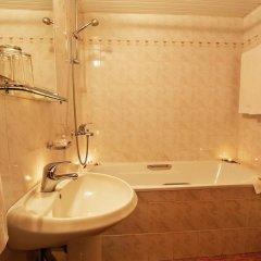 Отель Ljuljak Hotel Болгария, Золотые пески - 1 отзыв об отеле, цены и фото номеров - забронировать отель Ljuljak Hotel онлайн ванная