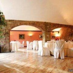 Отель Castell de LOliver Испания, Сан-Висенс-де-Монтальт - отзывы, цены и фото номеров - забронировать отель Castell de LOliver онлайн помещение для мероприятий фото 2