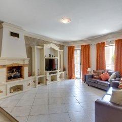 Апартаменты Charming Apartment in Qawra комната для гостей фото 3