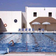 Отель Radisson Blu Hotel & Resort ОАЭ, Эль-Айн - отзывы, цены и фото номеров - забронировать отель Radisson Blu Hotel & Resort онлайн бассейн