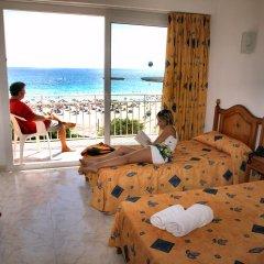 Отель Apartamentos Playa Moreia комната для гостей
