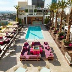 Отель W Hollywood бассейн