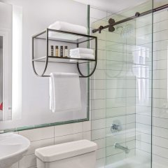 Отель Generator Washington DC ванная фото 2