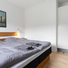 Aalborg Hotel Apartments сейф в номере