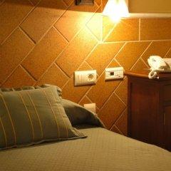 Отель Meson de la Molinera сейф в номере