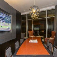 Отель Global Luxury Suites at Woodmont Triangle South развлечения